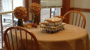 Wholesale Burlap Tablecloths from TableSkirtingClip.com